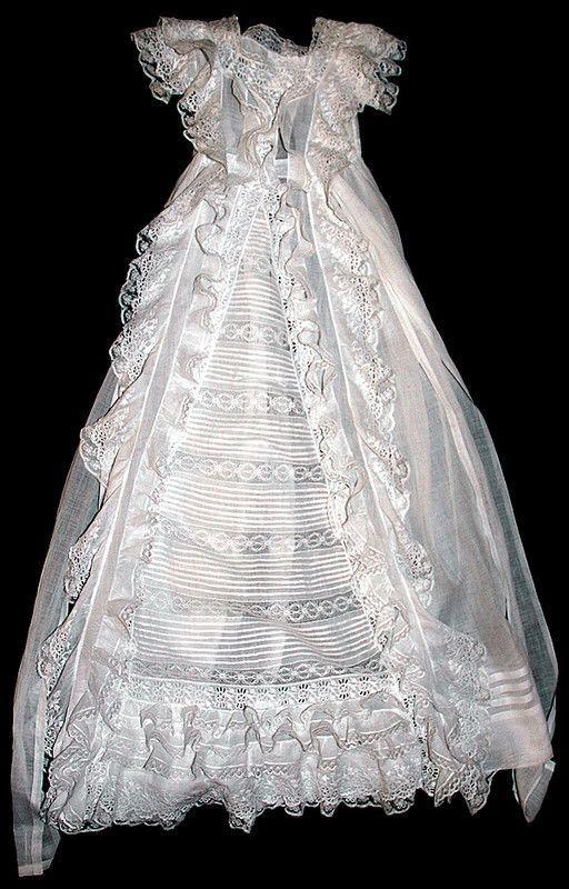 Ancienne robe de baptème en dentelle XIXè siècle