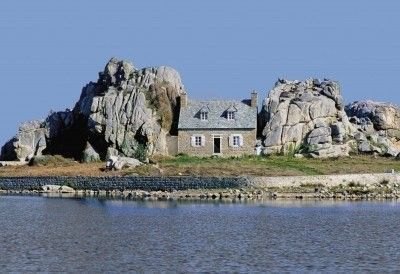 La bretagne entre 2 rochers - Maison entre les rochers ...